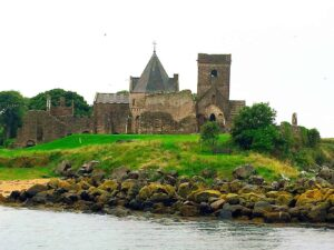 I wish I had had more time on this Edinburgh Scotland Day Trip to explore Inchcolm Abbey.